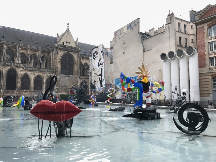 The Stravinsky Fountain (La Fontaine Stravinsky) is fountain with sixteen sculptures that move and spray water. Sculptors Jean Tinguely and Niki de Saint Phalle created it in 1983, and you can find it near the Centre Pompidou at the Place Stravinsky.