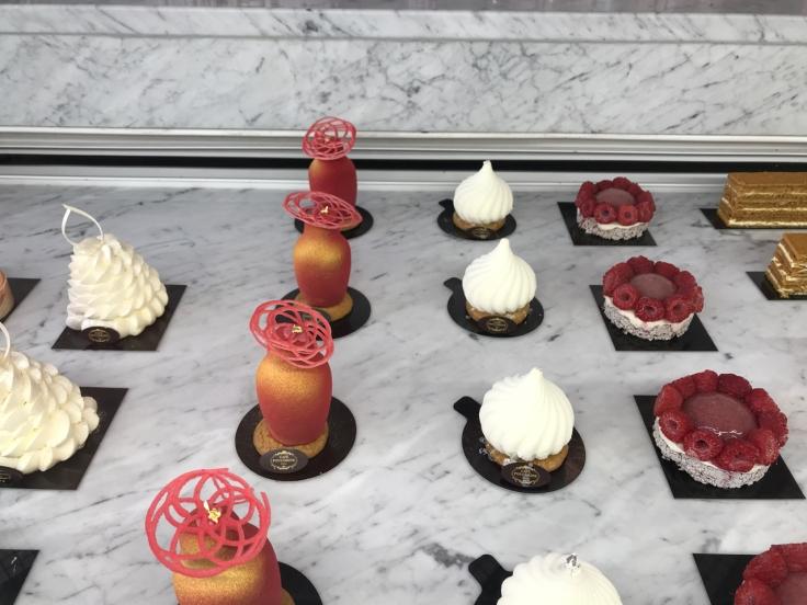 pavlova-matriochka-fraise-coquelicot-et-bergamote-coupole-cheesecake-pâtisserie-café-pouchkine-pouchkinette-paris-france-FoodWaterShoes